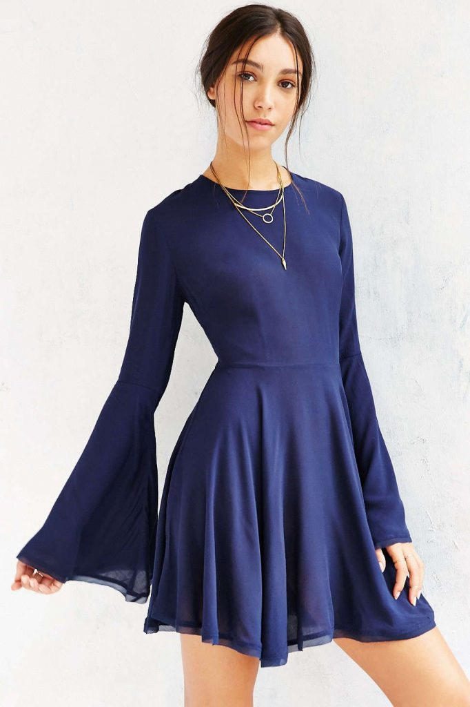 new_fashion_trend_bell_sleeve_outfit_2021