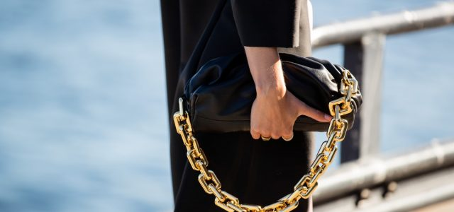 4 Fashion Trends of Outfit and Accessories for Women in 2021