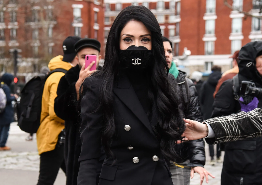 new_fashion_trend_black_face_mask_outfit