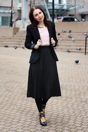 new_fashion_trend_blazer_andpleated_skirt_outfits_for_autumn