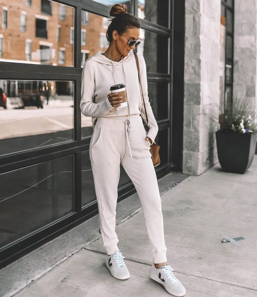 new_fashion_trend_cream_on_cream_outfits_for_autumn