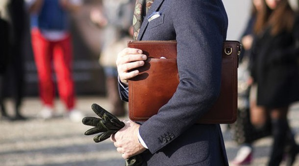 An Ultimate Guide to Buy a Men's Bag
