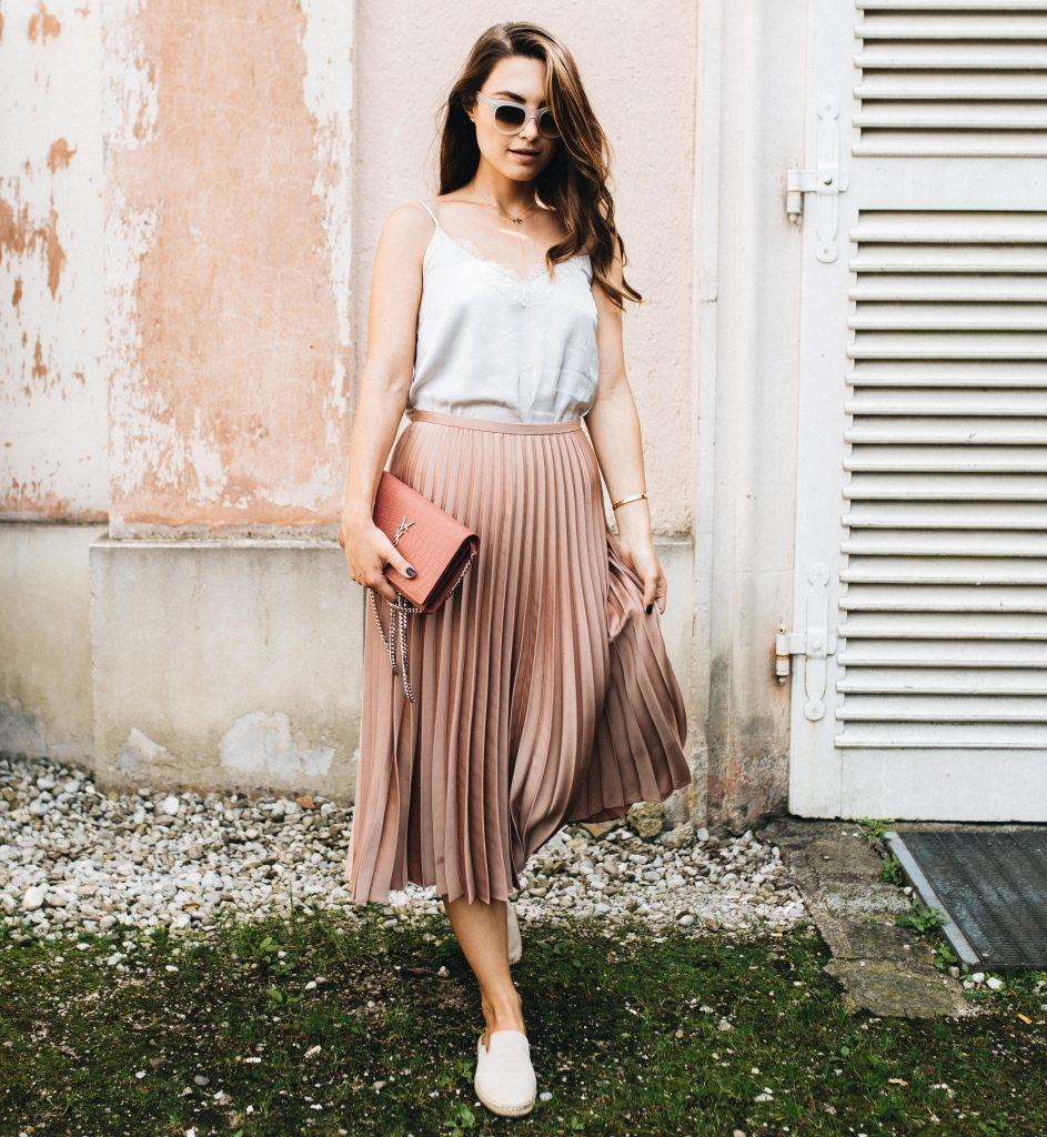 new_fashion_trend_pleated_skirt_outfits_for_autumn