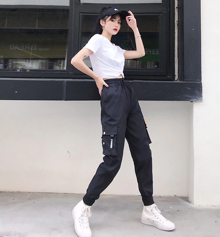 Cute Outfits with Black Cargo Pants korean