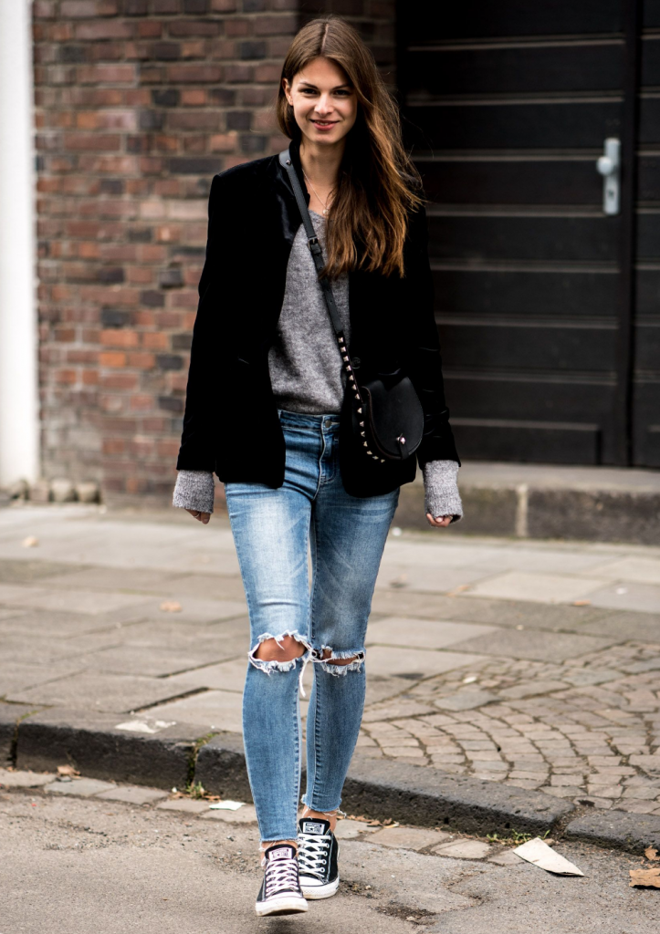 Cute velvet Crop Top Outfits with Ripped Jeans