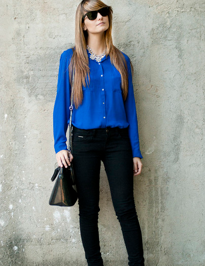 cute outfits with black jeans and blouse