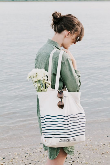 new_fashion_trend_canvas_tote_bags_outfits