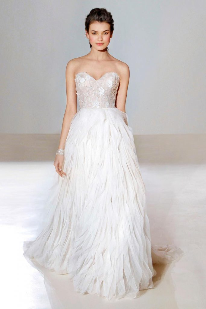 new_fashion_trend_feathers_wedding_dress_outfits