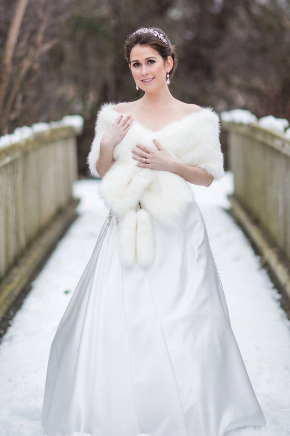 new_fashion_trend_fur_wedding_dress_outfits_for_autumn